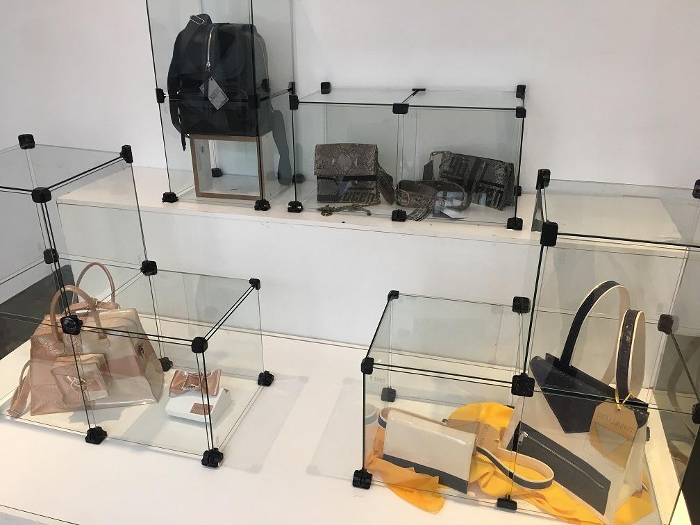 Exposición de Accesorios de Indumentaria