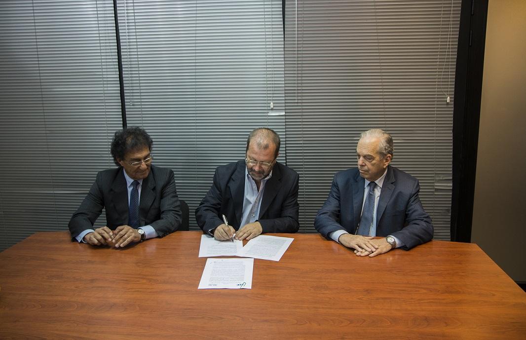 Firma de convenio entre SECAN y UDE