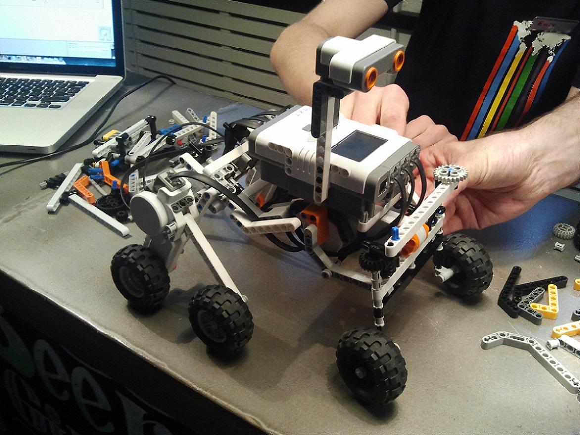 EDU School<br> Líder en robótica y nuevas tecnologías