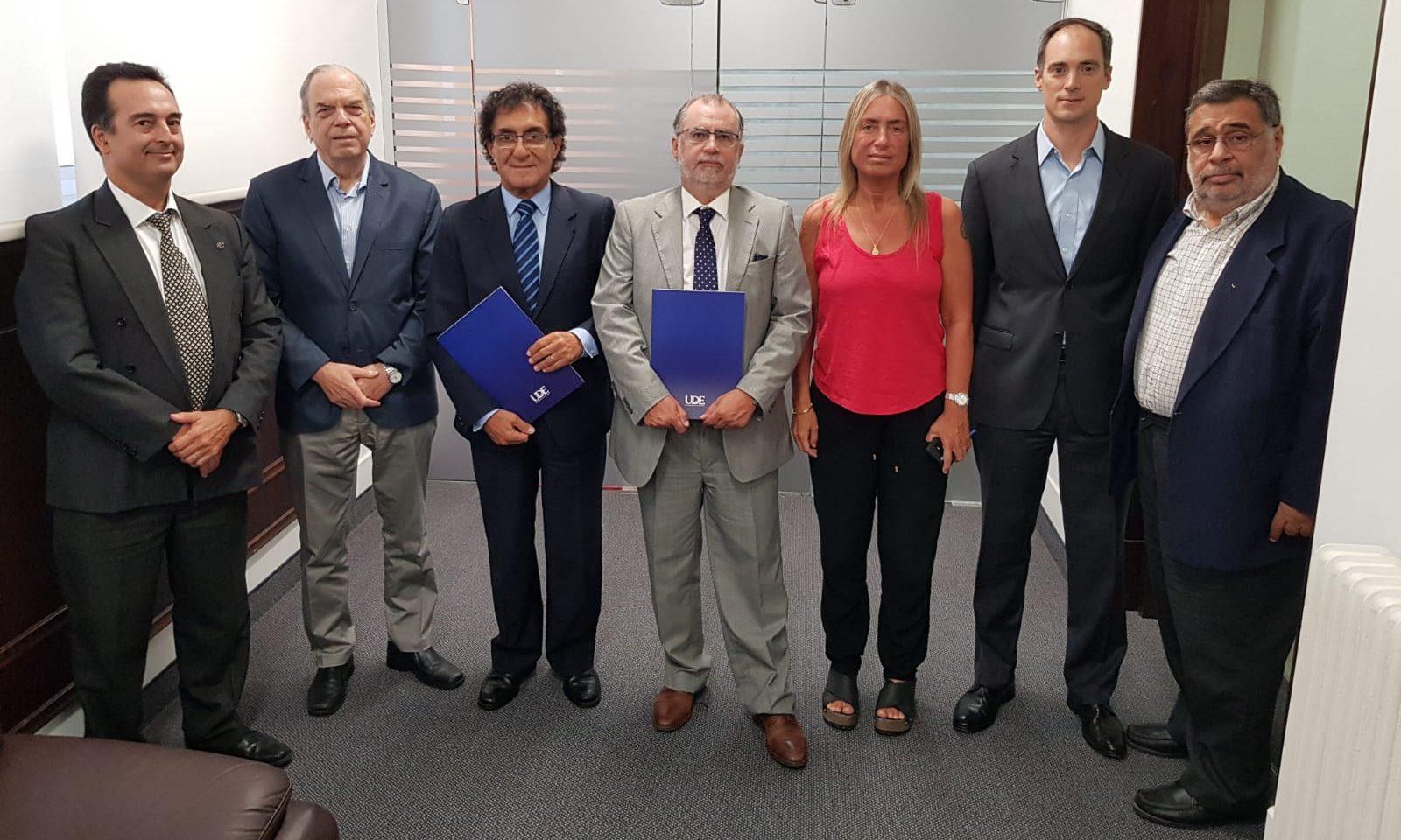 Universidad de la Empresa y EduSchool <br> firman convenio con el Colegio de Abogados