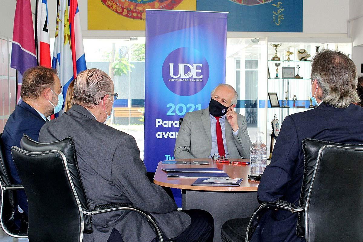 Dr. Pablo da Silveira visita la nueva sede de Ciudad de la Costa